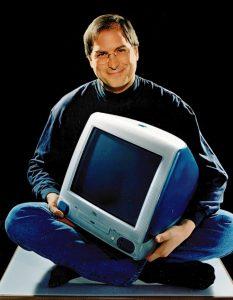 Steve Jobs con un iMac Blu nel 1998
